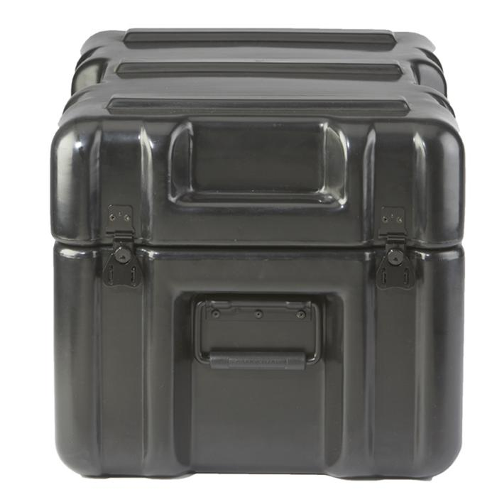 AP2013-0905_TOUGH_PLASTIC_MOLDED_CASE